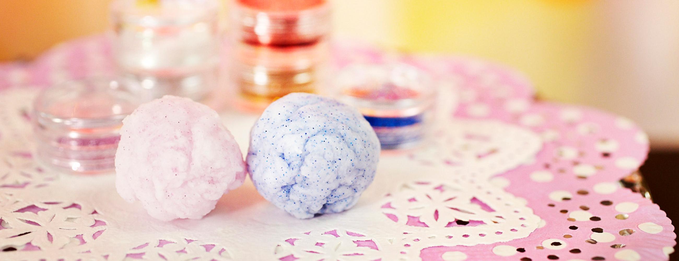 実験 塩を使って「スーパーボール」を作ろう