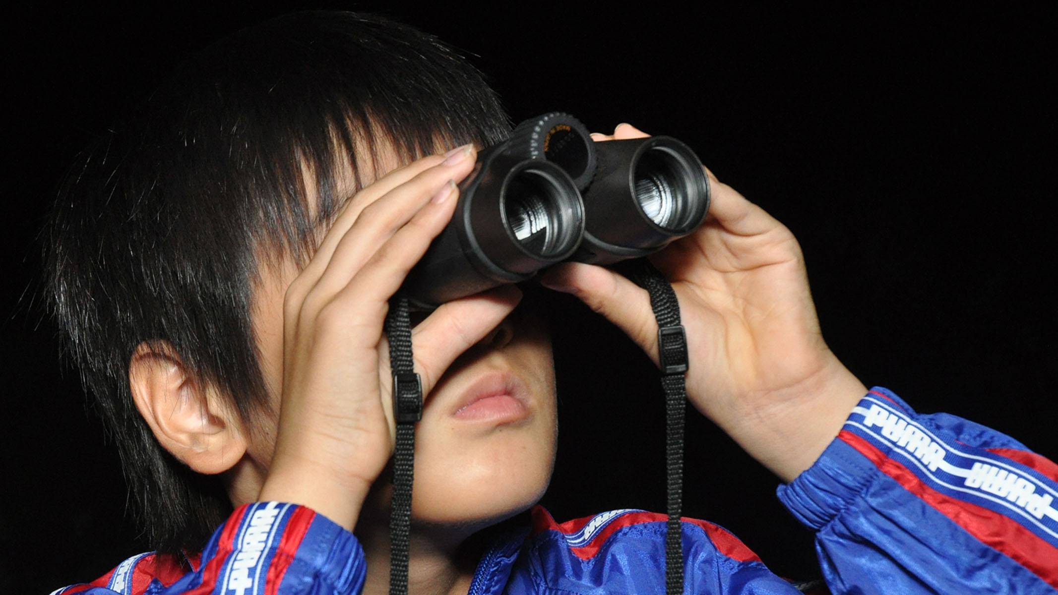 観察 <ruby><rb>双眼鏡</rb><rp>(</rp><rt>そうがんきょう</rt><rp>)</rp></ruby>で<ruby><rb>天体</rb><rp>(</rp><rt>てんたい</rt><rp>)</rp></ruby><ruby><rb>観測</rb><rp>(</rp><rt>かんそく</rt><rp>)</rp></ruby>をしよう