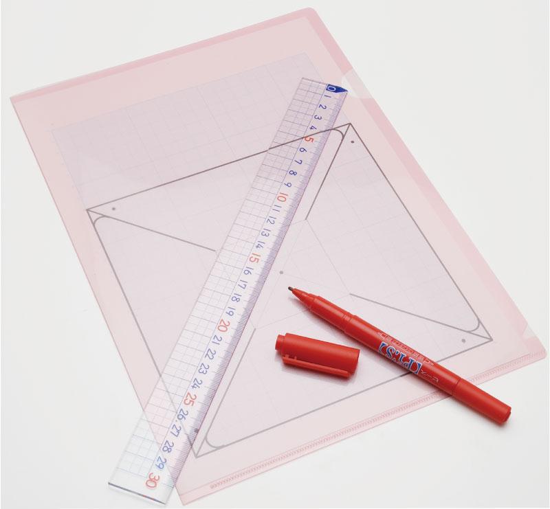 油性ペンで風車の図をかき写す。