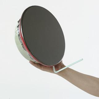 【100円ショップ大実験】顔が小さくなったり大きくなったり、 洗面器(せんめんき)で「凹凸面鏡(おうとつめんきょう)」