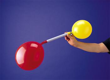【100円ショップ大実験】大きいのと小さいの、どっちが強い? 風船の力くらべ