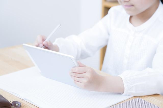 日本の子どもは宿題にICTを使わない/データで読み解く、子どもとスマホ【第37回】