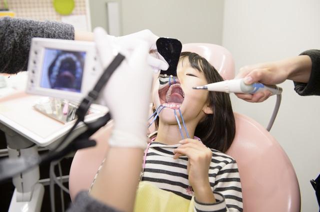 中学生の歯科矯正体験記【第1回】歯科矯正は、いつから始めるのが正解!?
