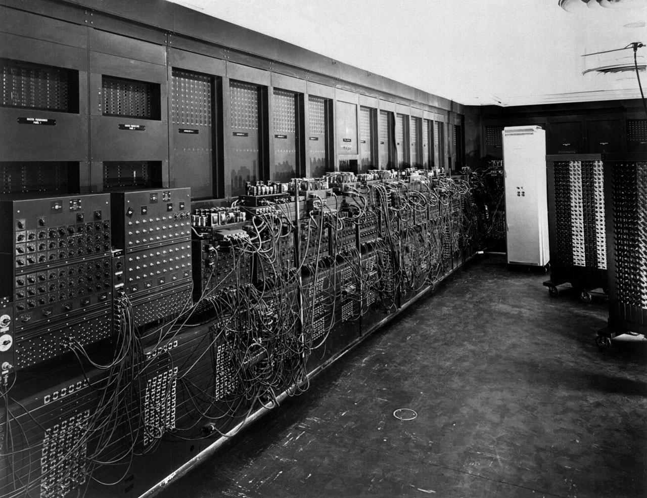 世界初のコンピュータ「エニアック」